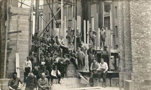 Group Portrait of Capitol Building Construction Workers, c. 1911. Photograph courtesy of the Wisconsin Historical Society, Image ID: 122366